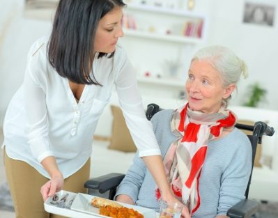 Tips for Feeding a Senior Parent with Dementia in Des Moines, IA
