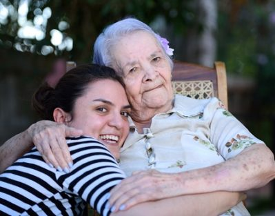 Taking Care of Senior with Dementia at Home in Des Moines, IA