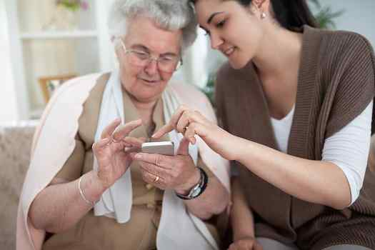 Best Apps for Family Caregivers to Download Now in Des Moines, IA