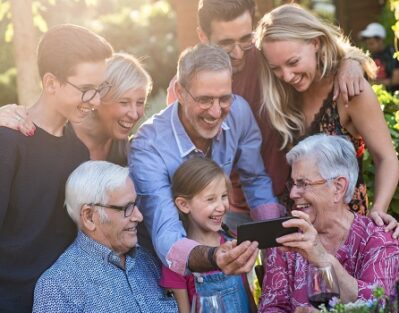 How Can Socialization Slow the Progression of Dementia in Des Moines, IA