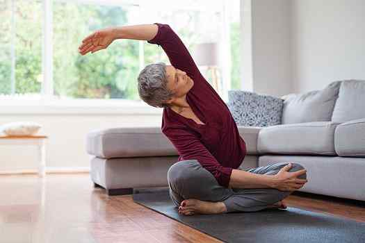Simple Ways Seniors Can Stay Fit at Home in Des Moines, IA