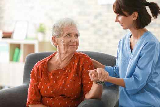 Benefits of In-Home Care for Seniors in Des Moines, IA
